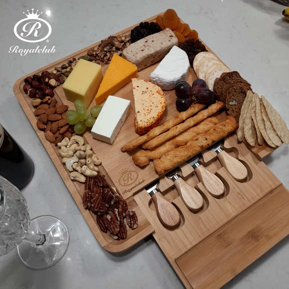 Royalclub cheese board set with 4 knifes in a drawer