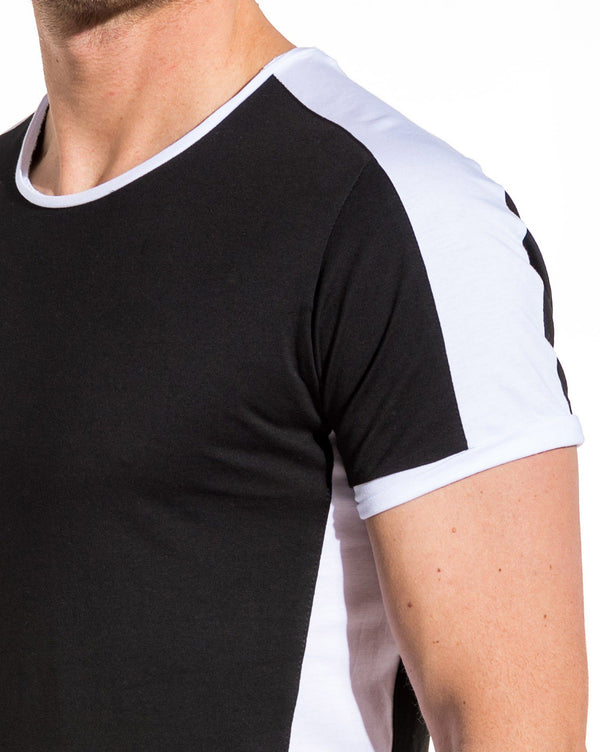Tee-shirt stylé noir avec bandes blanches
