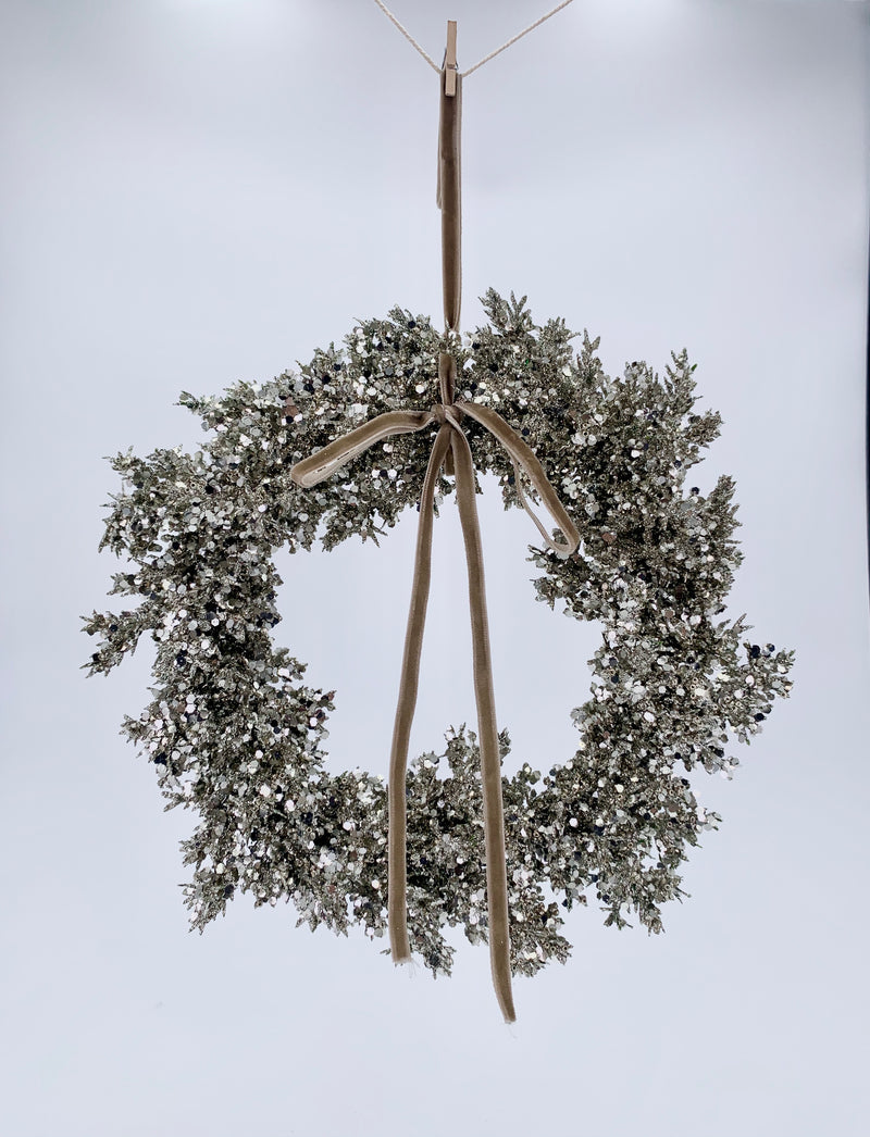 Glitter juniper wreath with beads silver 25cm