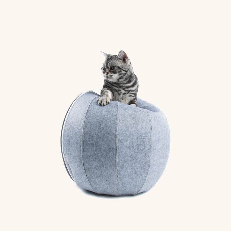 The D.Ball Cat Bed - Blue/Grey - Goldie's the Gold Standard
