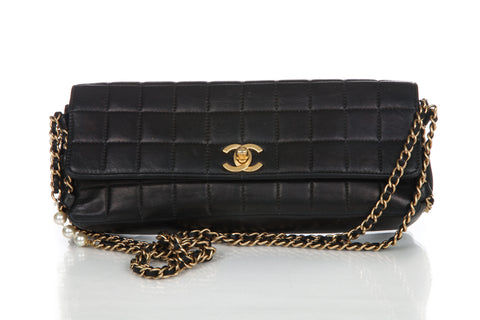 CHANEL Leather Quilted Handbag
