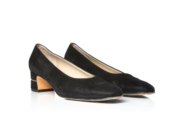 SALVATORE FERRAGAMO Classic Low Heel Pumps - side view