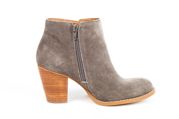 SEYCHELLES Boots Gray Suede Ankle Booties Size 7