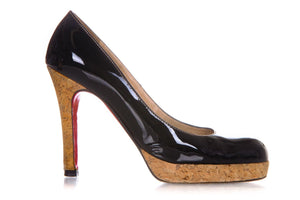 CHRISTIAN LOUBOUTIN Black Patent Leather Bianca Pumps Heels Size 38.5