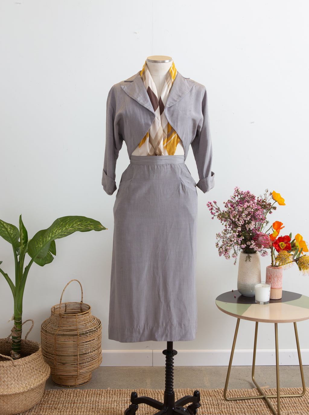 Late 40s early 1950s Sun Rose Cutaway Bolero Skirt Suit