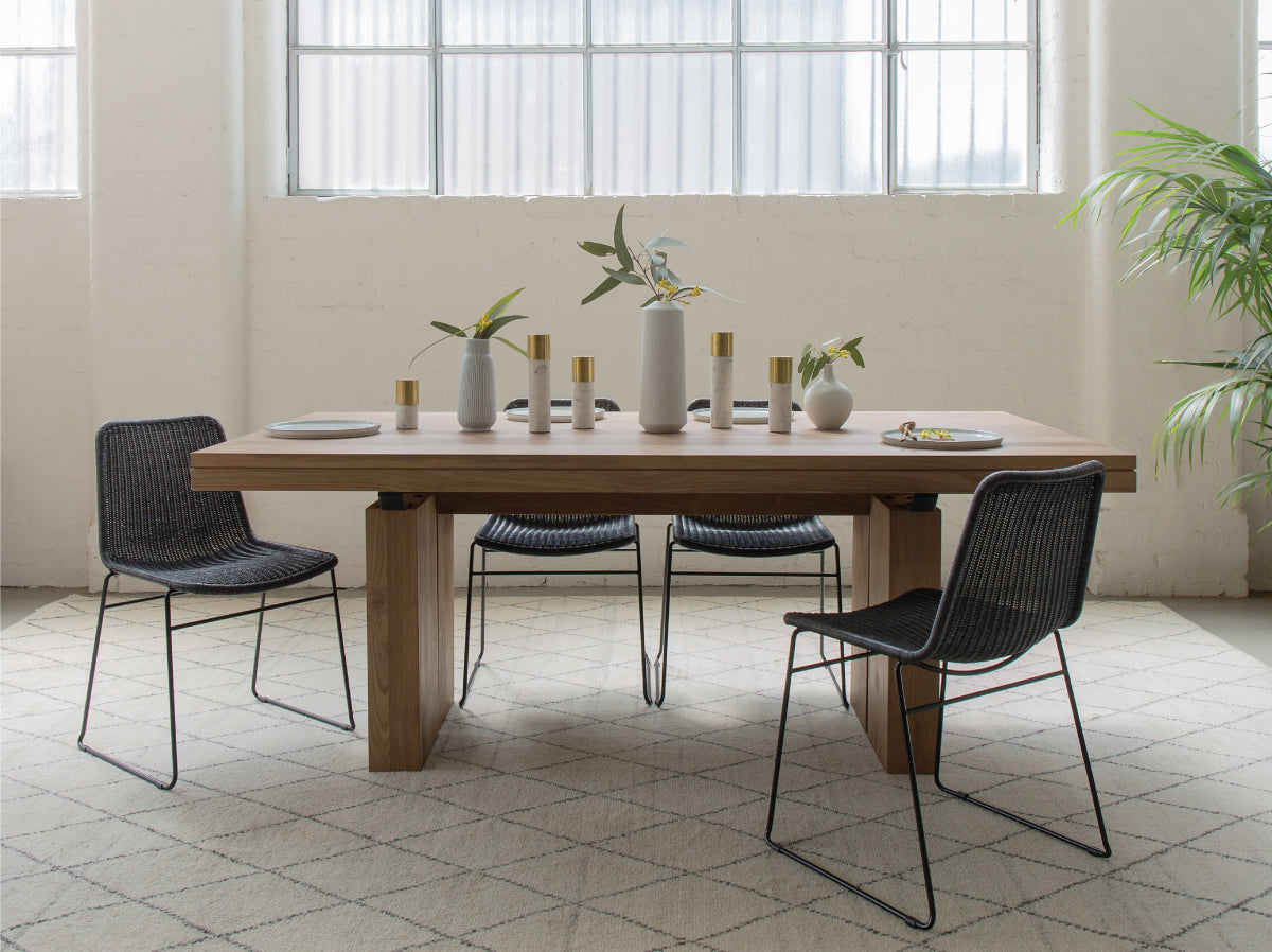 Prime Three Extendable Dining Tables To Love By Amelia Mills Download Free Architecture Designs Scobabritishbridgeorg