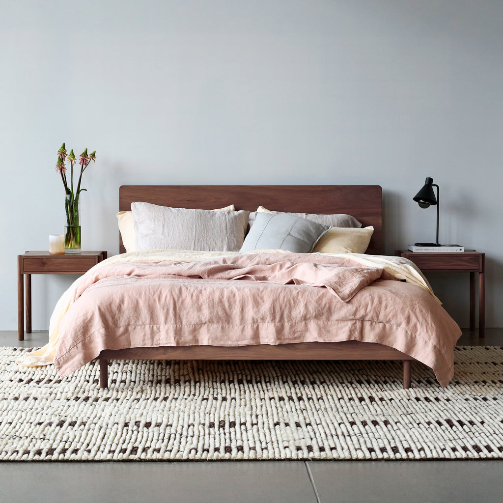 LINEAR QUEEN BED