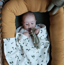 Load image into Gallery viewer, OAK LEAF LUXURY SWADDLE DUO