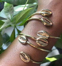 Load image into Gallery viewer, Cowrie Cuff