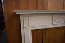Load image into Gallery viewer, White Classic Mantel