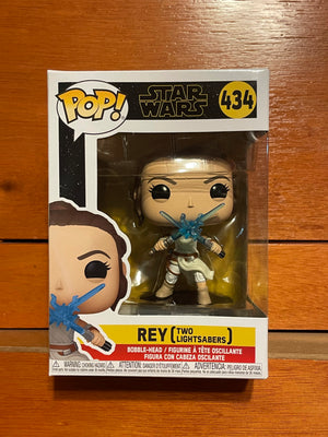 Rey two lightsabers