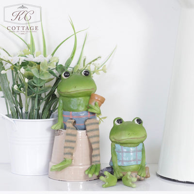 Shelf Sitting Gardener Frogs