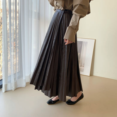 pleats leather skirts