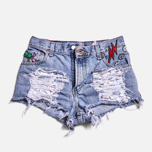 PATCH DENIM SHORTS