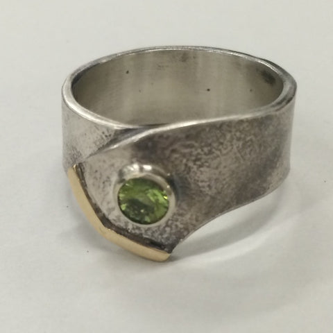 Belt Ring (Reticulated, Oxidised S/S with 9kt Gold & Peridot)
