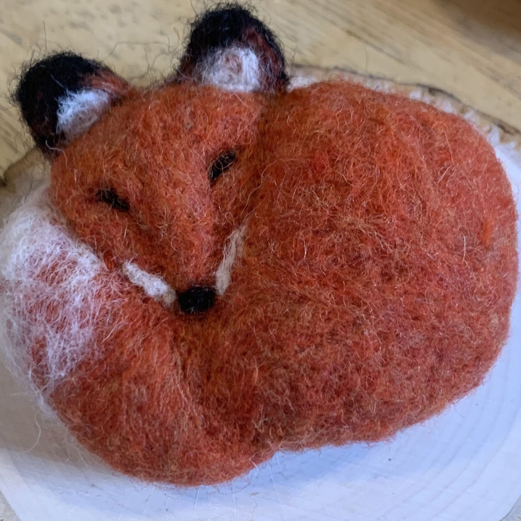 Needle Felted Foxes with Jennifer McCarthy (4/25)