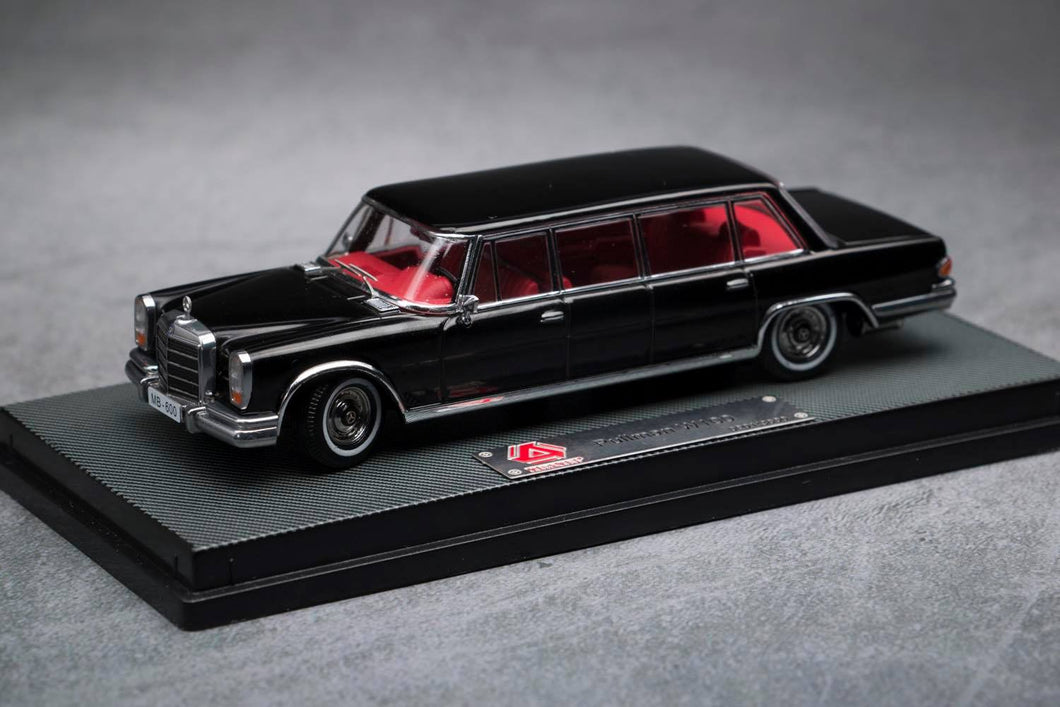 (Pre Order) 1/64 Mercedes-Benz 600 Pullman Black with Red interior