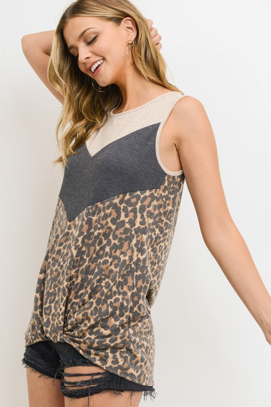 Leopard chevron top with twisted hem