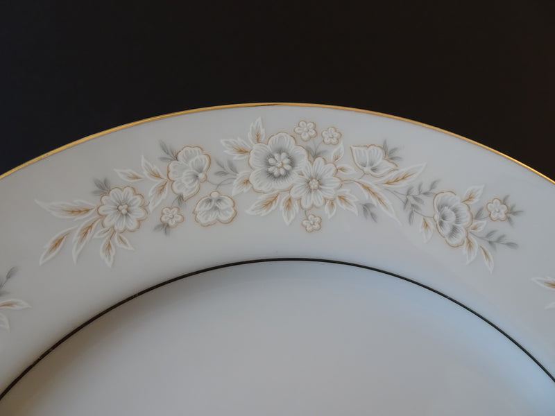 Fine China Petite Floral 10.25in Round Dinner Plate