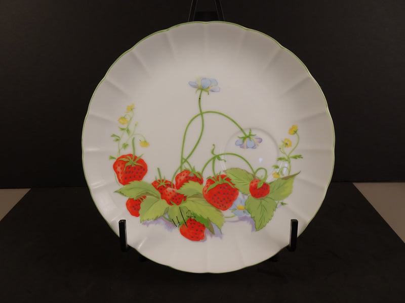Mann Strawberry Hill 8.25in Coupe Snack Plate