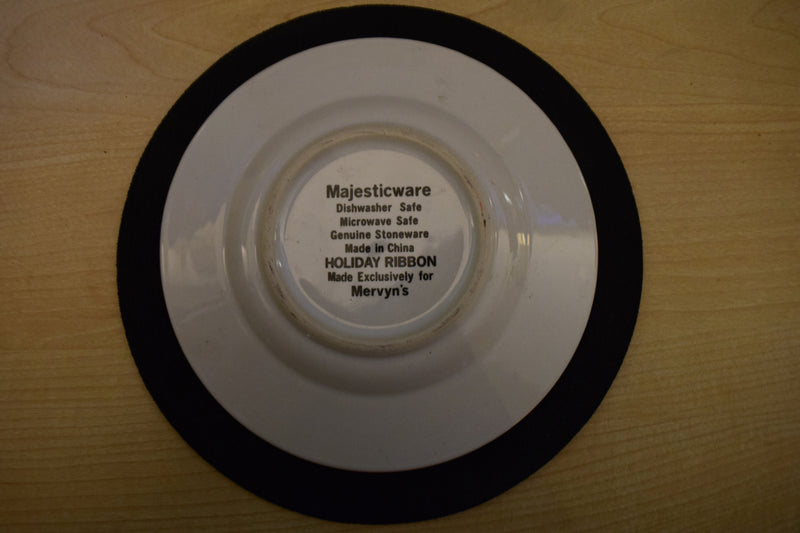 Majesticware Holiday Ribbon 6.5in Rimmed Bread and Butter Plate