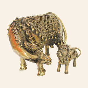 Elegant brass figurine of Loving Cow with calf