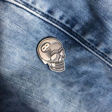 Load image into Gallery viewer, Creamlab Tizieu 8 Ball Skull Antique Silver Enamel Pin