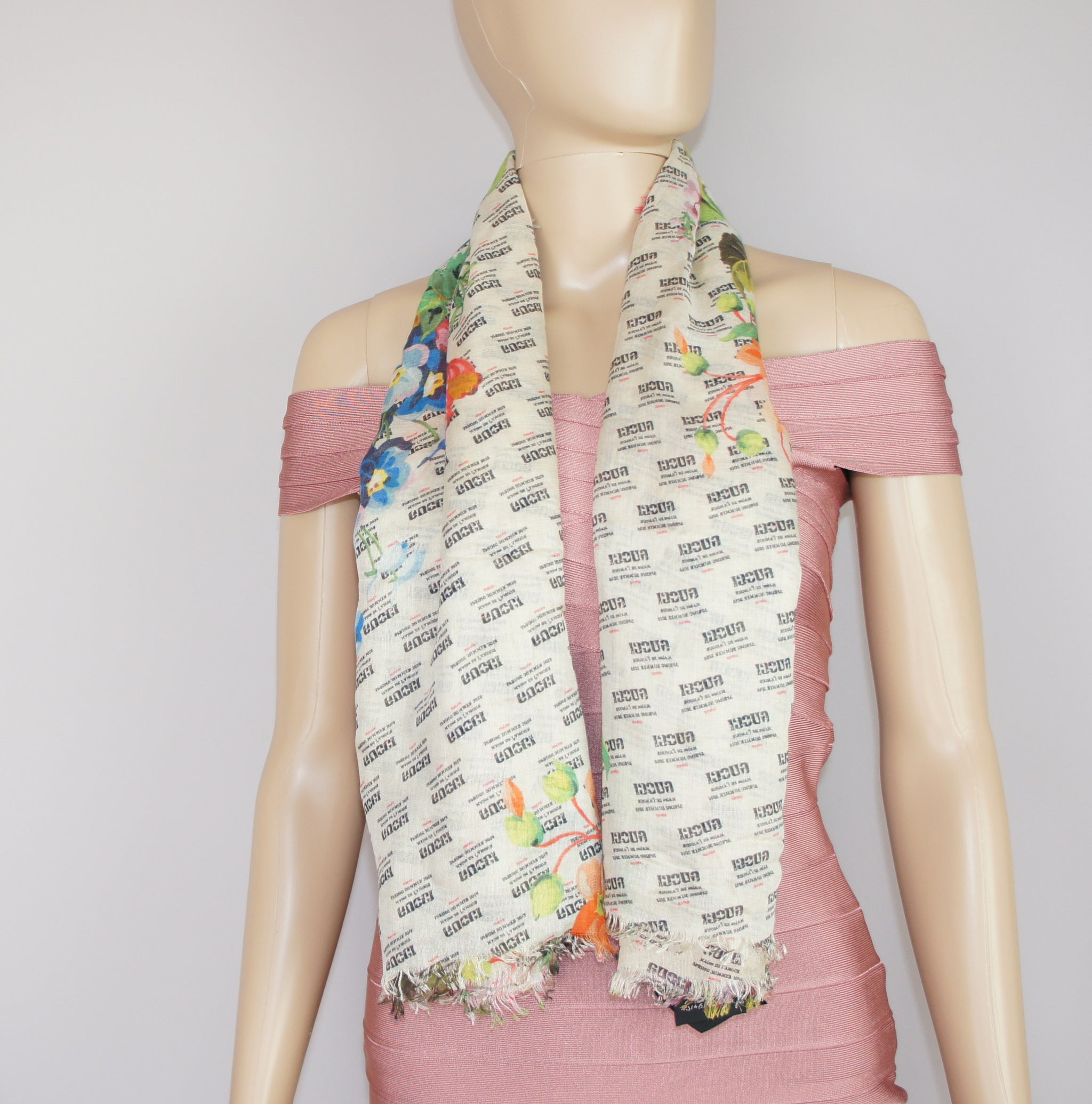 Gucci stamp and flowers print modal silk shawl - Iconics Preloved Luxury