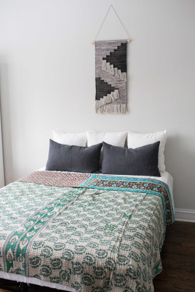 There is a Season Coverlet No. 533