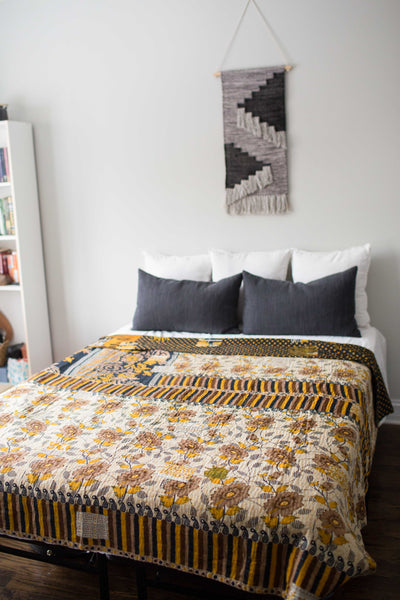 There is a Season Coverlet No. 536