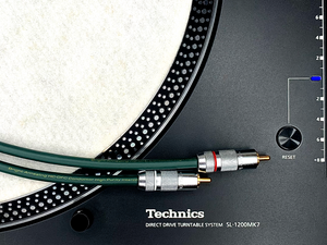 Order Technics SL-1200MK7 with us and you'll receive a FREE Oyaide NEO QAC-222 RCA Pair