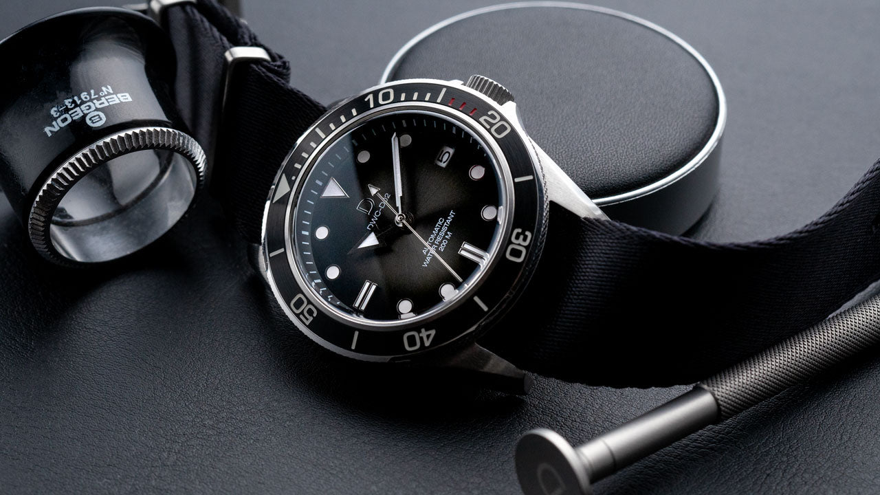 DIY WATCH CLUB - Diver watch modding with fume dial and black bezel insert (Seiko NH35 movement)