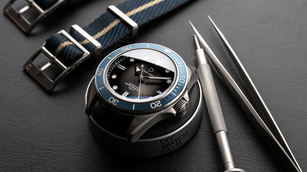 DIY WATCH CLUB - Diver watch modding with fume dial and blue bezel insert (Seiko NH35 movement)