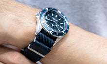 Load image into Gallery viewer, DIY Watch Club Classic NATO Strap - Navy x Black