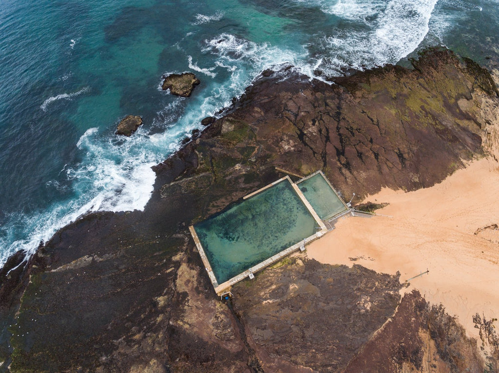 Monavale tidal pool and waves from above in Sydney