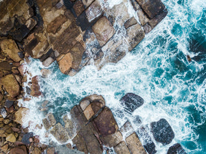 Water crashing from sea into rocks along Sydney coast