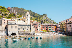 Beach, boats and colorful buildings of Vernazza in Cinque Terre