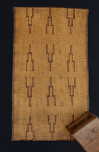 Small Early Tuareg Carpet with Stepped Pattern .............. (4'5'' x 8'4'')