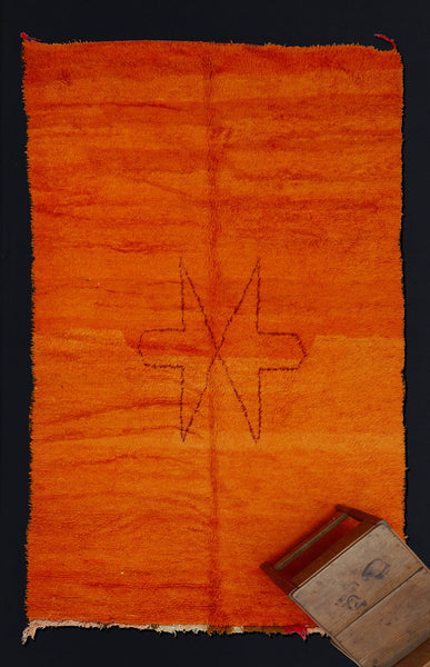 Orange Field Chichaoua Carpet with Meeting Arrow Pattern   ................... (5'9''x10'3'')