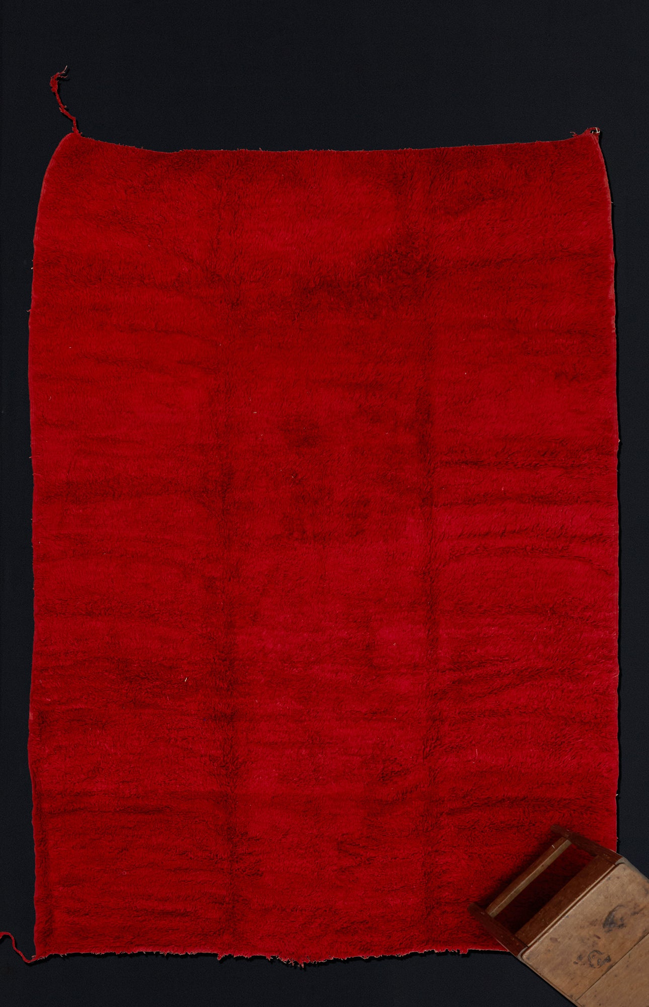 Large Red Field Chichaoua Carpet with Tasseled Corners ................... (7'3''x10'11'')