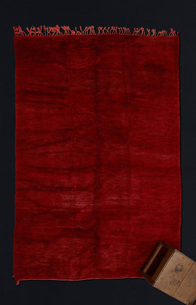 Large Red Field Chichaoua Carpet with Fringe on One End ................... (7'1''x10'5'')