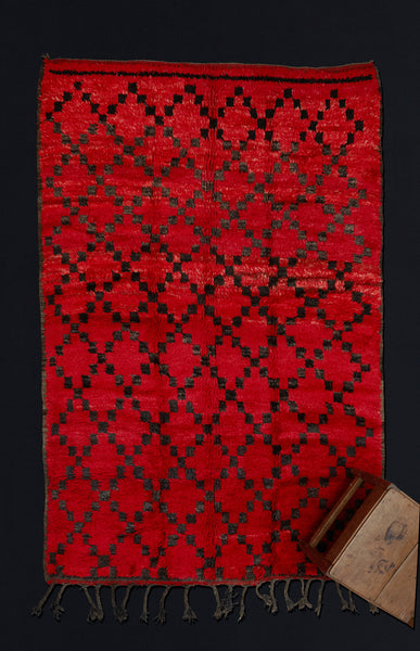 Medium Sized Chichaoua Carpet with Black Diamond Pattern  ................... (6'x8'10'')
