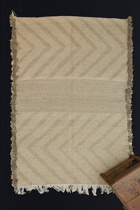 Medium Sized Natual Grey and Cream Zenephi Carpet with Zig Zig Pattern  .................. (5'x8')