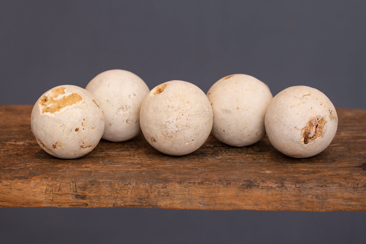 Small Size Light Coloured Hard Limestone Spheres