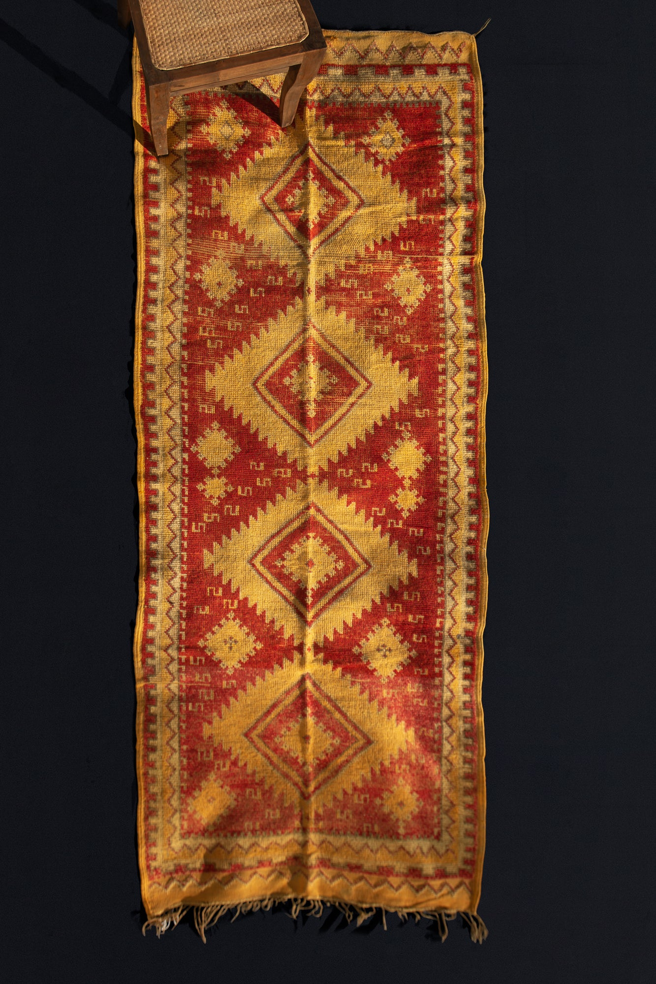 Central Atlas Runner with Saw-tooth Diamond Central Motif