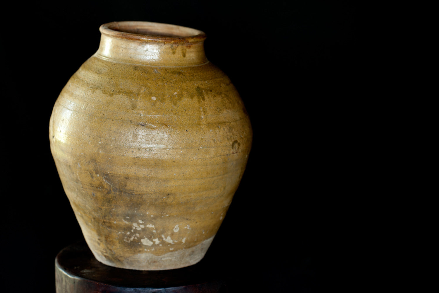 Late 18th - Early 19th Century Vietnamese Yellow Glazed Storage Jar