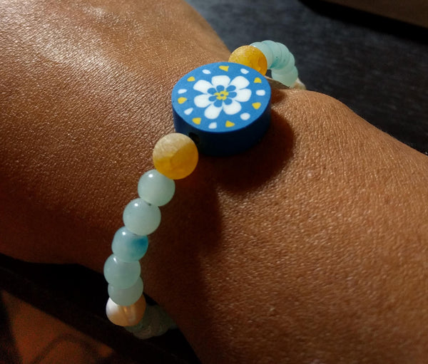 Flower power! Lovely 6.75 inch handmade beaded bracelet