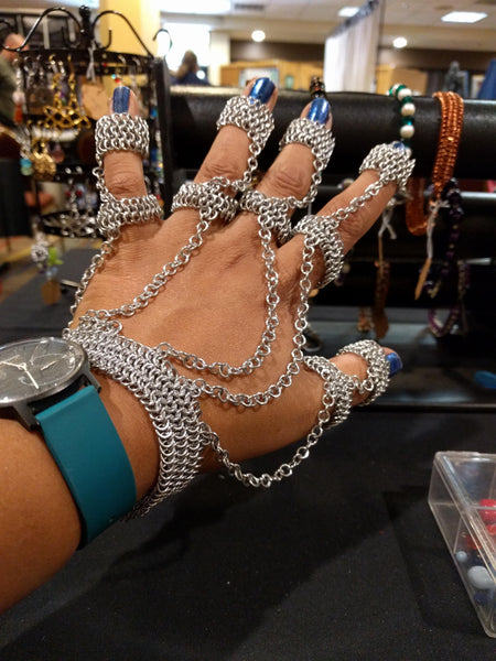 Five finger hand chain
