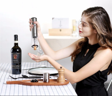 Circle Joy Wine Opener / Decanter / Stopper 4 in 1 Set
