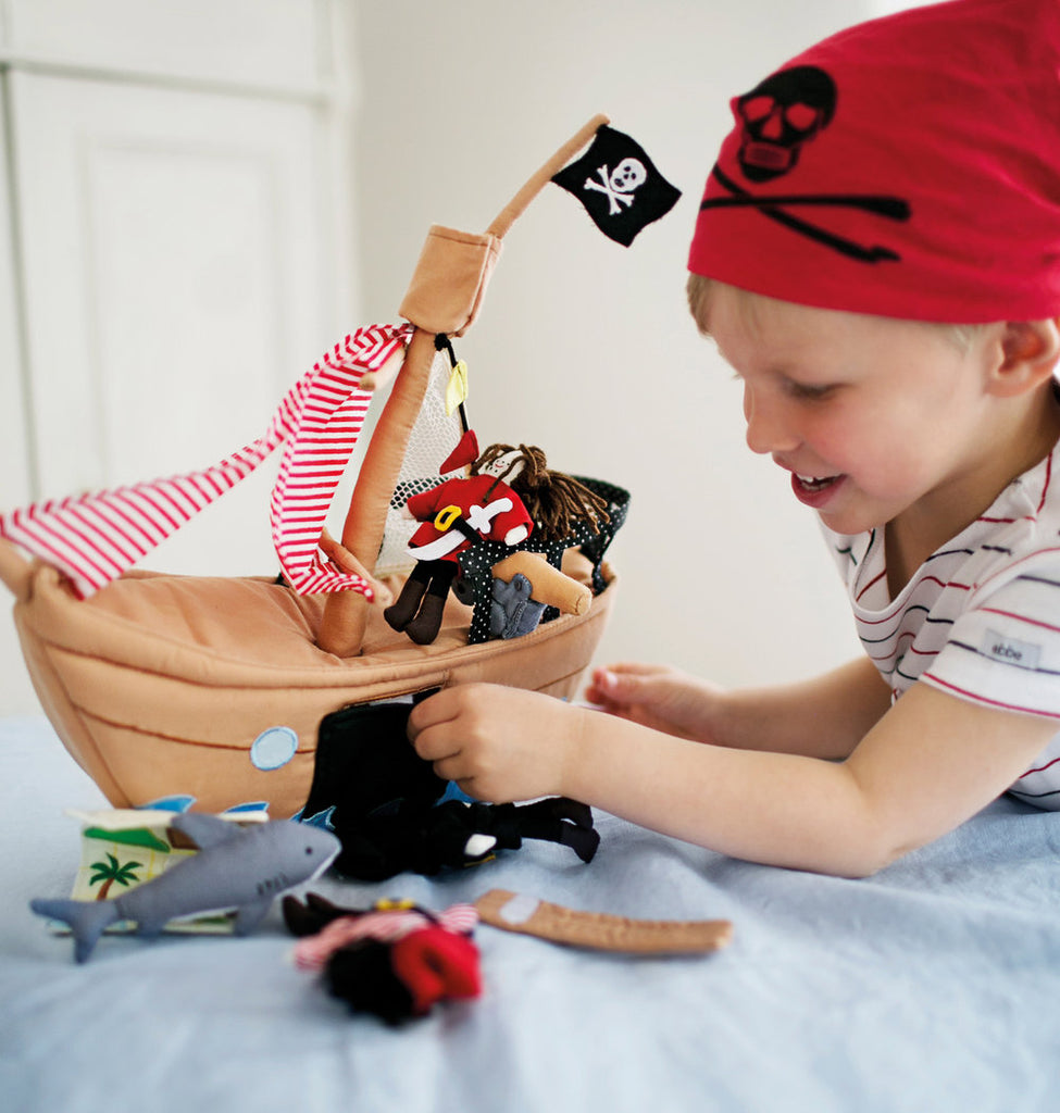 Oskar & Ellen Jolly Roger Pirate Ship Play Set